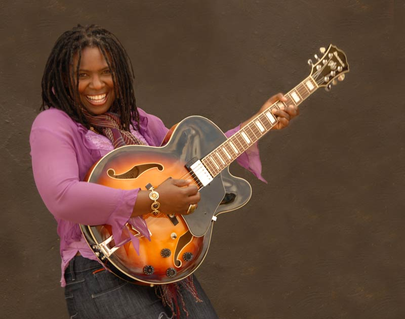 Ruthie-foster-with-guitar