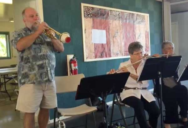 Charlie O'Kelly plays at a Methodist service on Kona, and Tom Gonser met up with him just this last weekend there - Tom Gonser photo, from Hawaii