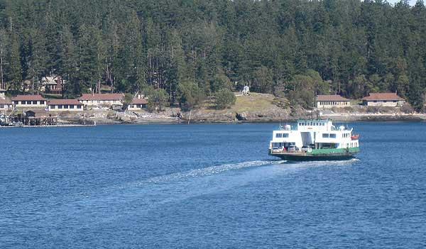 The Hiyu leaves Friday Harbor on a sunny day in 2009 - Ian Byington photo