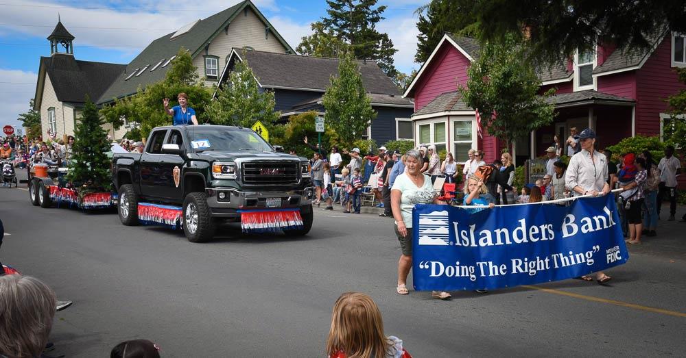 islanders-bank-parade-float